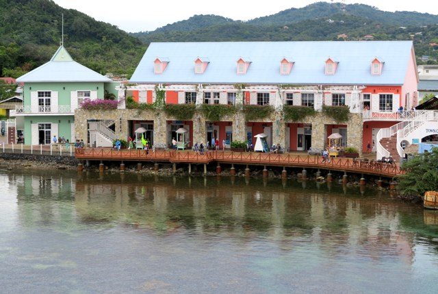 Roatán, Fonzie's Bar, and Getting your eMail Hacked | R