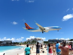 Sun Wing Boeing 737 over Maho Beach