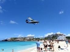 WinAir Da Havilland DHC-6 over Maho Beach