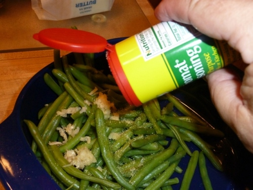 Green Beans, Garlic, and Knorr Aromat Seasoning