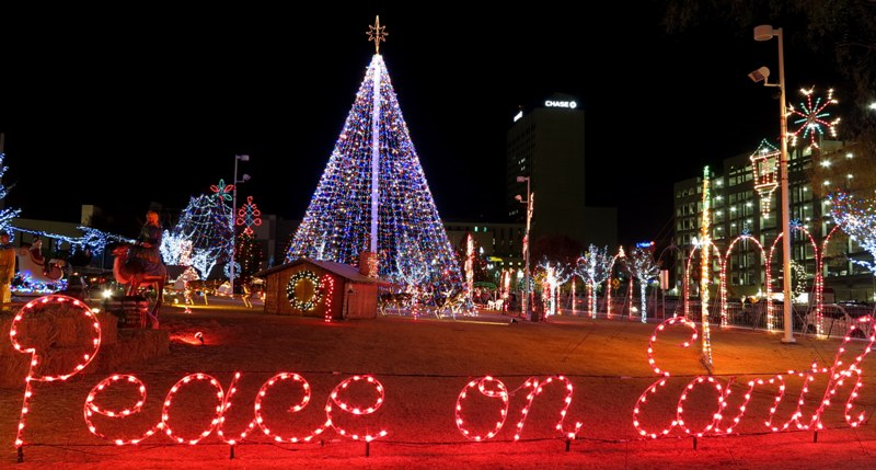 Peace on Earth - Photographing Christmas Lights R. Doug Wicker €� Author Page 2
