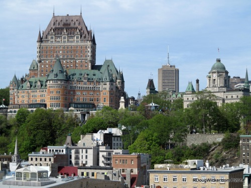 The grand Fairmont Le Château Frontenac sits atop the hill