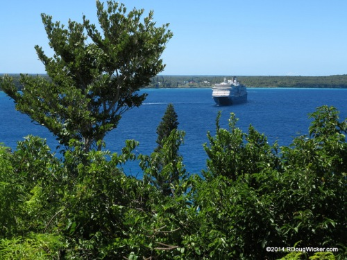 MS Oosterdam  Arrives Lifou