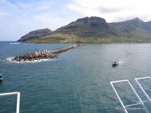 Pilot boat approaching MS Oosterdam in Nawiliwili Bay, Kauai