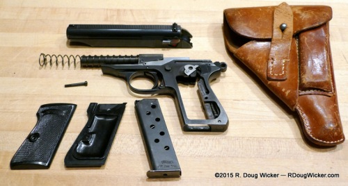 Disassembled view with AKAH Holster