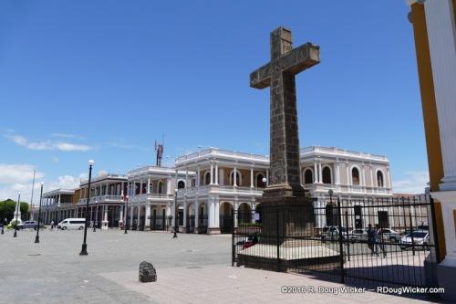 Century Cross in the Plaza de la Independencia