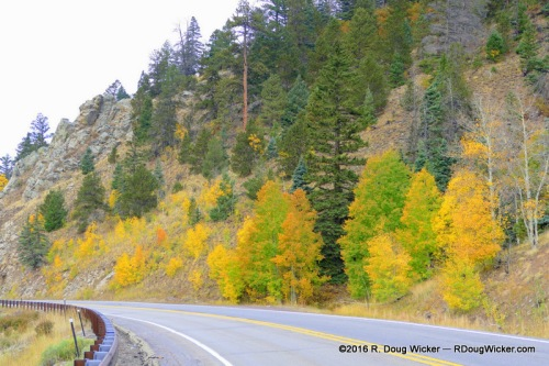Splashes of color along the Enchanted Circle Byway