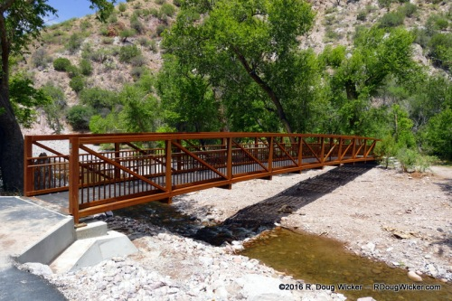 The footbridge back to the picnic and parking areas